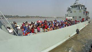 نقل لاجئي الروهينغا إلى بهاشان شار، أو جزيرة عائمة في خليج البنغال