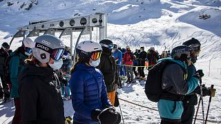 Archives : des skieurs dans la station de Verbier, le 30 octobre 2020