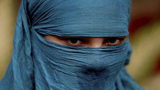 Pakistanlı Hristiyan Neha, geçen yıl 14 yaşındayken dini değiştirilerek Müslüman yapıldı ardından da 45 yaşında bir adamla evlendirildi