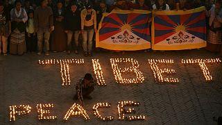 Nepal'de yaşayan Tibetliler, Çin Büyükelçiliği önünde barışçıl gösterisi düzenlerken
