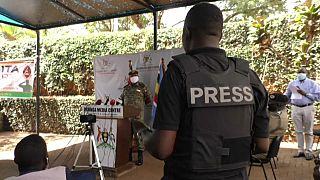 Angespannte Pressekonferenz in Kampala