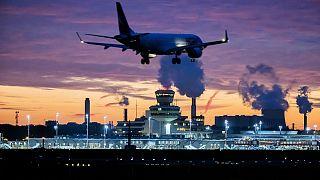 Almanya'nın başkenti Berlin'de Tegel Havalimanına inen bir yolcu uçağı