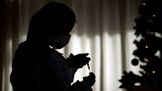 İspanya, Covid-19 aşısı olmayı reddedenlerin kaydını tutmaya hazırlanıyor