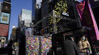 """أماني """"ملونة"""" ومعلقة في ساحة """"تايمز"""" في نيويورك"""