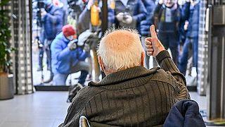 Der Belgier Jos Hermans, 96, nachdem er den COVID-19-Impfstoff im Altenheim Sint Pieter in Puurs, Belgien, erhalten hat, 28.12.20