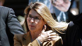 Lori Loughlin megérkezik a bostoni, szövetségi bírósági tárgyalásra, 2019-be