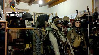 İspanya'nın Malaga kentinde polis, bir silah deposuna düzenlediği baskında Nazi dönemine ait eserler buldu