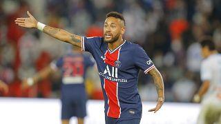 Neymar in campo con la maglia del PSG