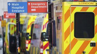 Ambulancias a las puertas del Royal London Hospital de Londres, Reino Unido