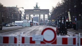 Das Brandenburger Tor in Berlin ist bereits vor Silvester weiträumig abgesperrt