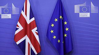 Von der Leyen und Michel unterschreiben Brexit-Handelspakt