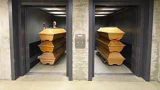 Almanya'da Covid-19'dan ölenlerin sayısı rekor kırdı