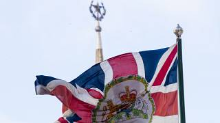 """Флаг Великобритании на фоне гостиницы """"Украина"""" в Москве"""