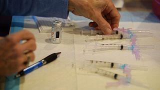 Φωτό αρχείου - Σύριγγες με εμβόλια