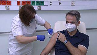 Le Premier ministre grec reçoit le vaccin anti-Covid Pfizer/BioNTech