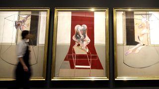 لوحة من ثلاثة أجزاء للفنان البريطاني فرانسيس بيكون في مزاد سوثبي للفن المعاصر والانطباعي، في لندن.