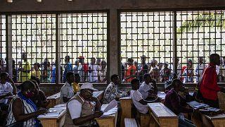 Избиратели ждут своей очереди на голосовании 27 декабря