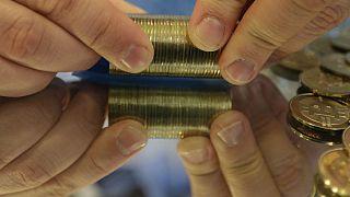 سکههای بیتکوین، نخستین رمز ارز(ارز دیجیتالی) جهان
