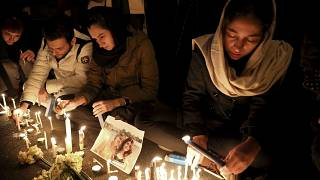 أصدقاء وأقارب ضحايا حادث تحطم طائرة الأوكرانية في طهران، إيران.