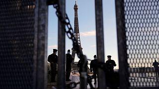 پلیس فرانسه در اطراف برج ایفل