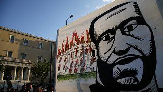 جدارية لجورج فلويد أمام مقر البرلمان اليوناني
