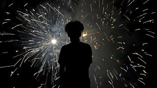 Quest'anno ce li guardiamo in solitudine dal televisore, i fuochi d'artificio