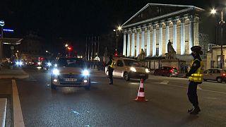 Polícias patrulham ruas em várias cidades europeias