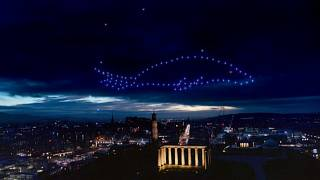 Drohnenshow im Nachthimmel