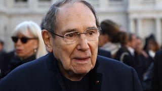 Photo d'archives : Robert Hossein lors des obsèques de Charles Aznavour, le 05/10/2018 à Paris