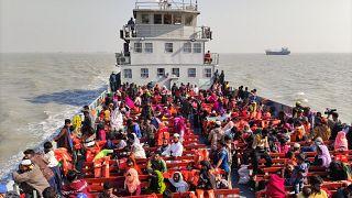 Власти Бангладеш переселили мусульман-рохинджа на далекий остров