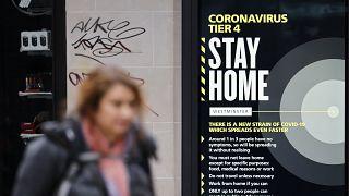 Reino Unido reforça restrições sanitárias para travar surto de coronavírus