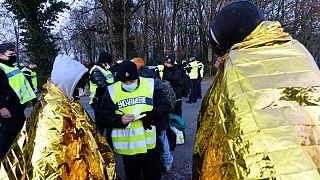 Polizei kontrolliert TeilnehmerInnen der Rave Party in Lieuron bei Rennes