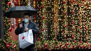 Gelişmiş ülkelerde virüsün yayılma hızını düşürmek için yürürlüğe sokulan yeni yasakların ekonomik düzelmeyi geciktirmesi bekleniyo