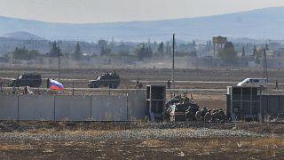 القوات الروسية والتركية خلال تنفيذهم لدوريات مشتركة على أراضي سورية