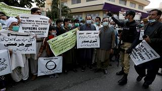 أعضاء المجلس الهندوسي الباكستاني ينظمون احتجاجًا على الهجوم على معبد هندوسي في بلدة الكرك الشمالية الغربية في كراتشي، باكستان، الخميس 31 ديسمبر 2020