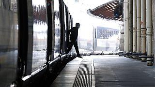 Primeiro comboio a chegar a Paris vindo de Londres