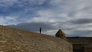 La vida en el Monasterio de la Oliva transcurre al ritmo de las cosechas y de las horas de rezo