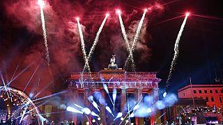 Feuerwerk zu Neujahr 2021 - Silvester in Berlin am Brandenburger Tor
