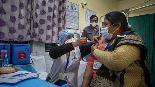 Hindistan'da aşı çalışmaları