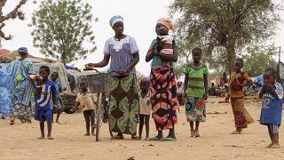 BM mülteci ajansına göre göç edenlerin bir çoğunun sığınacak yeri olmadığı için açık alanlarda kalıyor ve yeterli suya dahi erişemiyor