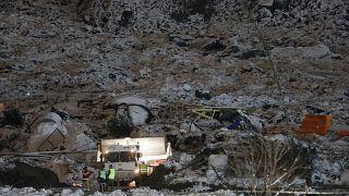 Les équipes de secours à Ask, en Norvège, dans la zone du glissement de terrain, le 2 janvier 2021