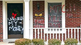 Pintadas en la casa de Mitch McConnell en Louisville