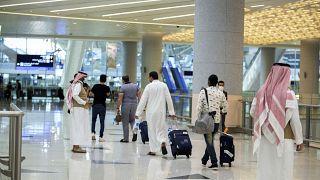 السعودية نيوز |      السعودية تعيد فتح حدودها بعد إغلاقها على خلفية ظهور سلالة جديدة من كوفيد 19