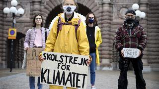Greta Thunberg am 9. Oktober 2020 vor dem schwedischen Parlament in Stockholm
