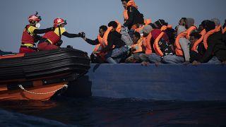 Itália aceita receber navio com 265 migrantes resgatados do Mediterrâneo