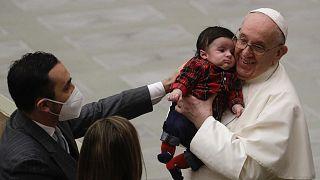 Ferenc pápa a vatikáni alkalmazottakkal 2020. december 21-én