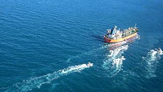 لحظه توقیف نفتکش کرهجنوبی در خلیج فارس
