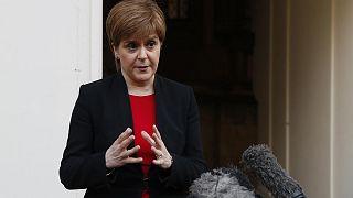İskoçya ay sonuna kadar karantinaya giriyor