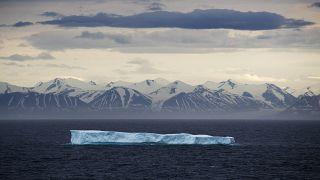 Úszó jéghegy a Kanadai Sarki Szigetívnél