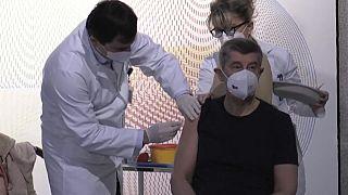 Processos europeus de vacinação contra a Covid-19 criticados